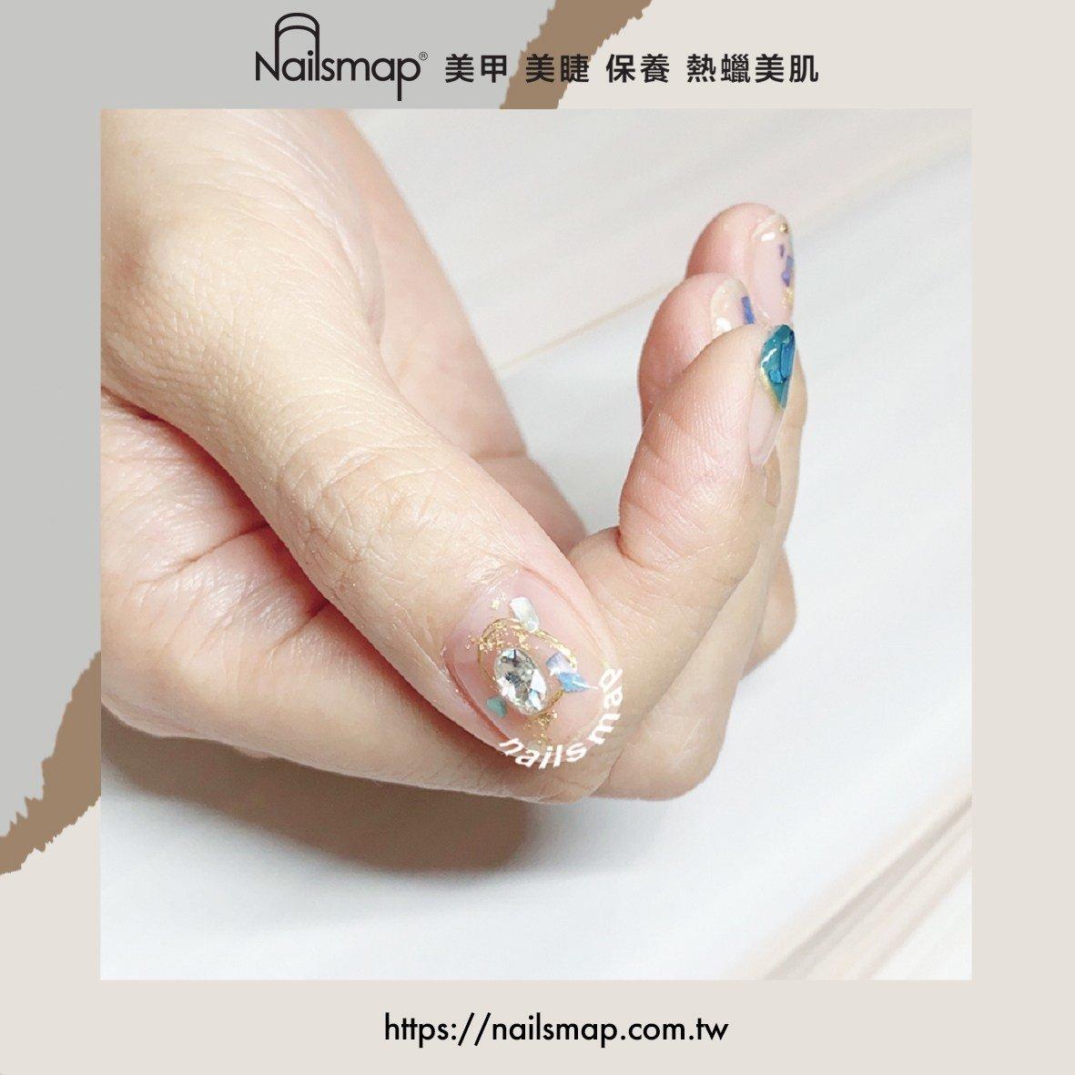 優雅仙氣的夢幻貝殼片美甲,光影折射下零死角的美